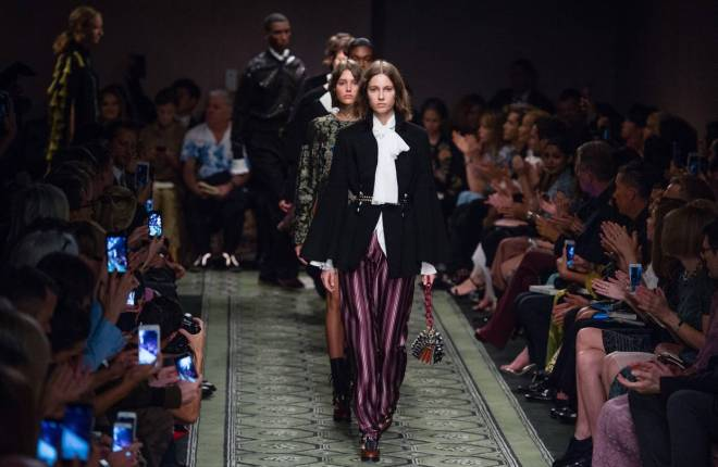 luxury-fashion-designers-struggle-to-adapt-to-digital-era